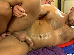 Rubbing that fixed smooth iled body of his